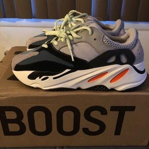 Yeezy Boost 700 wave runner